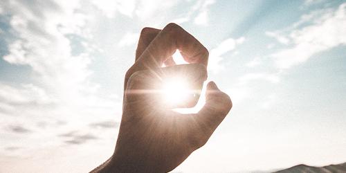 main attrapant un soleil